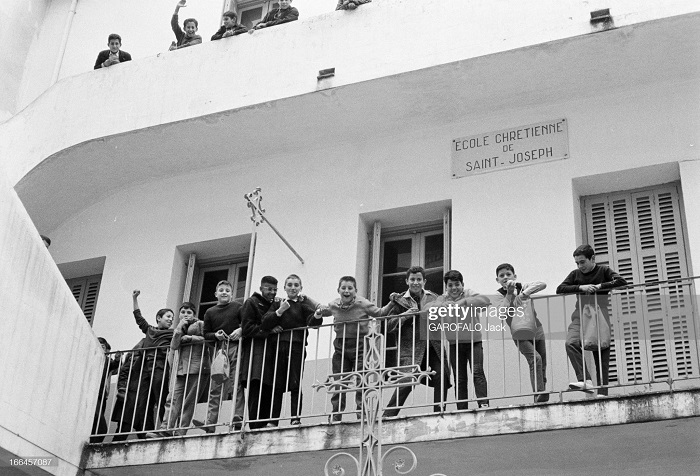 в школе св иосифа 30 нояб 1962 на балконе.jpg