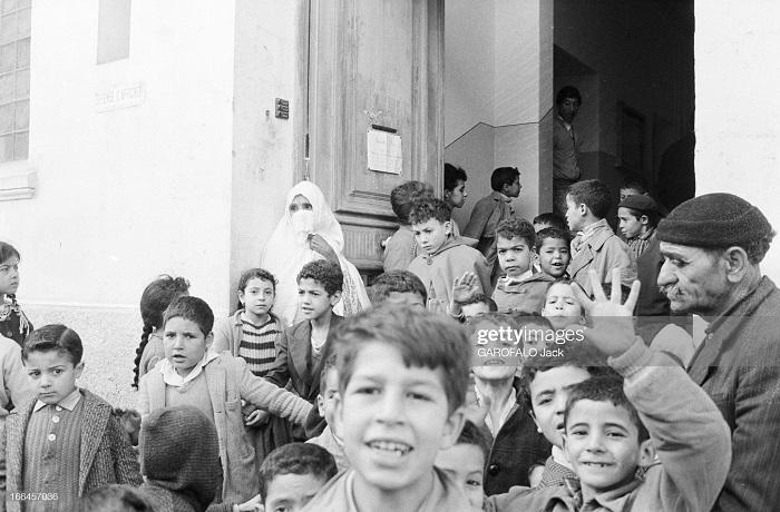 в школе св иосифа 30 нояб 1962 у выхода 2.jpg