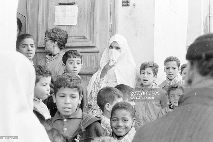 в школе св иосифа 30 нояб 1962 у выхода.jpg