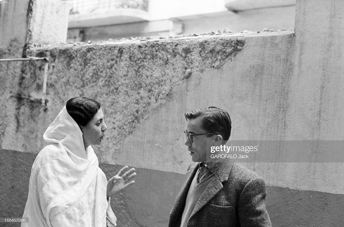 мусульманка говорит с учителем школы св иосифа 30 нояб 1962 дж гарафало.jpg