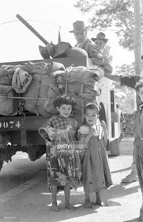 дети у машины с легионерами 9 июля 155 дж гарафало.jpg