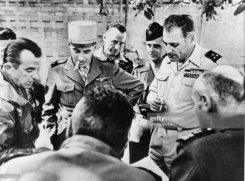 ДБФ Наварр Коньи Жилль во время инсп дек 1953.jpg