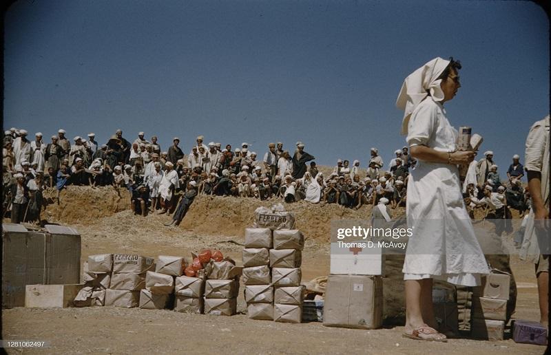 Раздача медикаментов 1954 томас макэвой.jpg