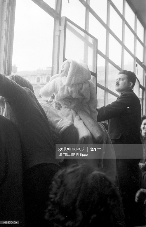 Возвращение резервистов семья ждет 23 окт 1956 2 Ф Ле теллье.jpg