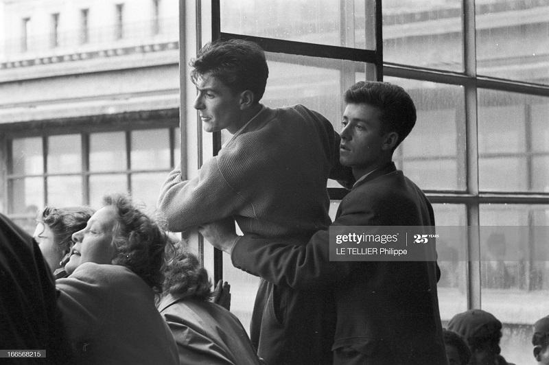 Возвращение резервистов семья ждет 23 окт 1956 Ф Ле теллье.jpg