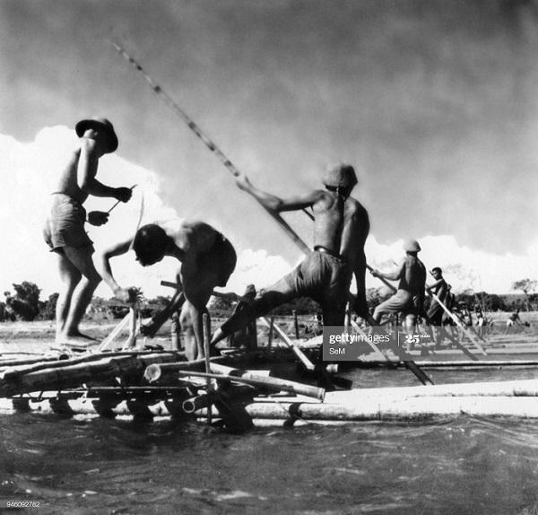 ДБФ Вьет инж войска строят понтоны фев 1954.jpg