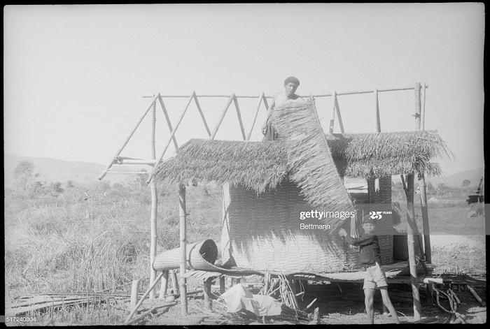 ДБФ тайская семья покинувш дом строит новый 24 фев 1954.jpg