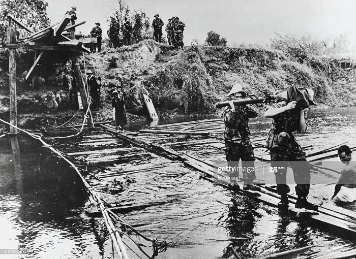ДБФ Фр и вьет параш восстан мост 4 дек 1953.jpg