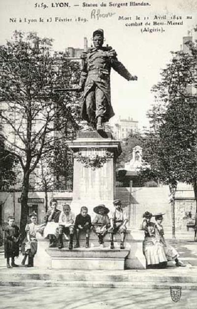 памятник бландану откр лион.jpg