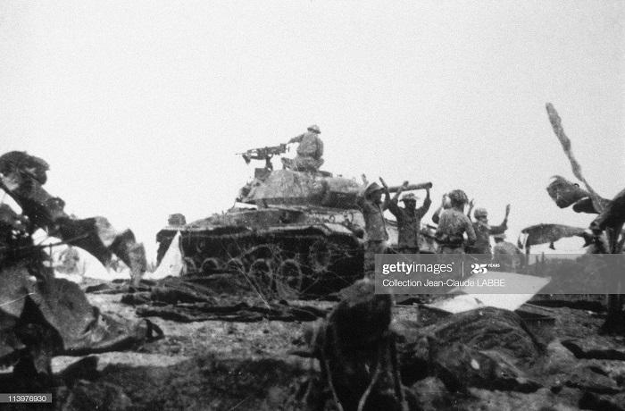 ДБФ Французы сдаются 7 мая 1954.jpg