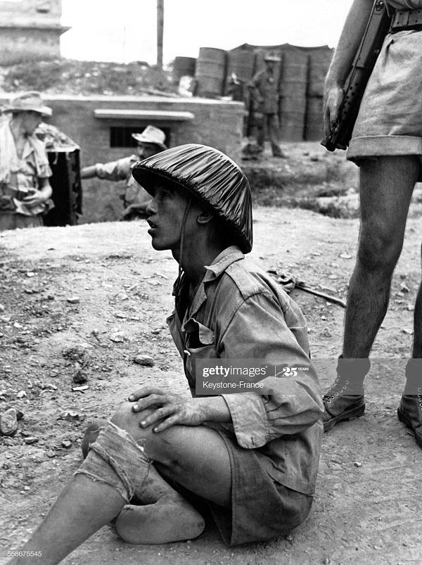 Пленные солдат ВМ в Фу Ли 3 июля 1954.jpg