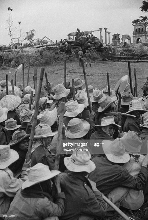 Пленные солдаты ВМ дек 1953 Говард Сохурек.jpg