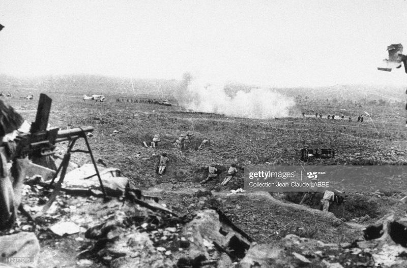 Солд ВМ аттак фр танки в ДБФ май 1954.jpg