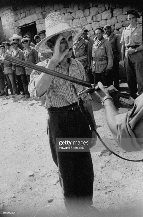 раздача ружей сент 1957 г сохурек.jpg