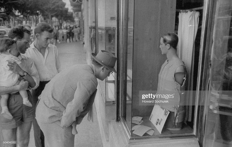 у витрины сент 1957 г сохурек.jpg