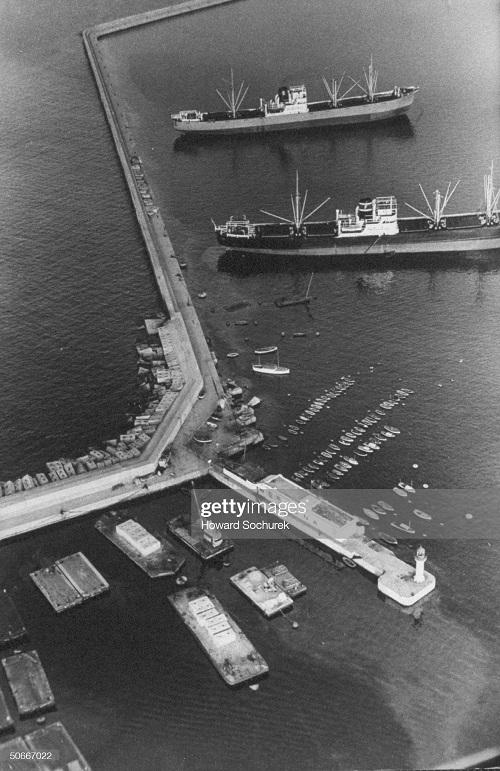 Порт города Алжир 1957 Сохурек2.jpg