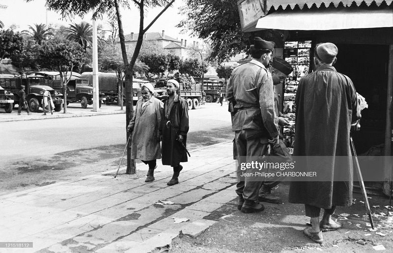 Кабилия на улиуе 1957 шарбонье.jpg