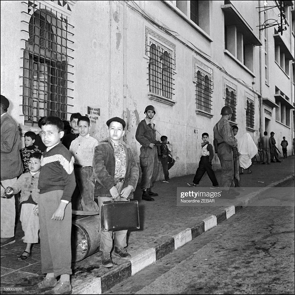 Парашютисты на улицах Алжире июн 1957 н зебар2.jpg
