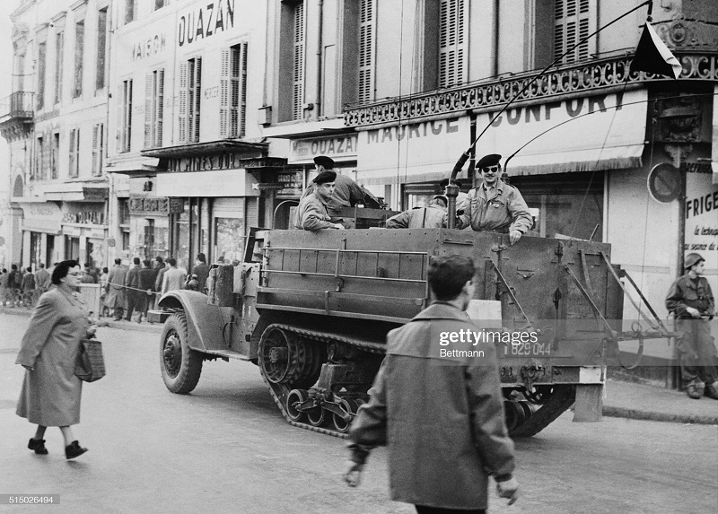 солдаты в гор Алжир 8 фев 1957.jpg