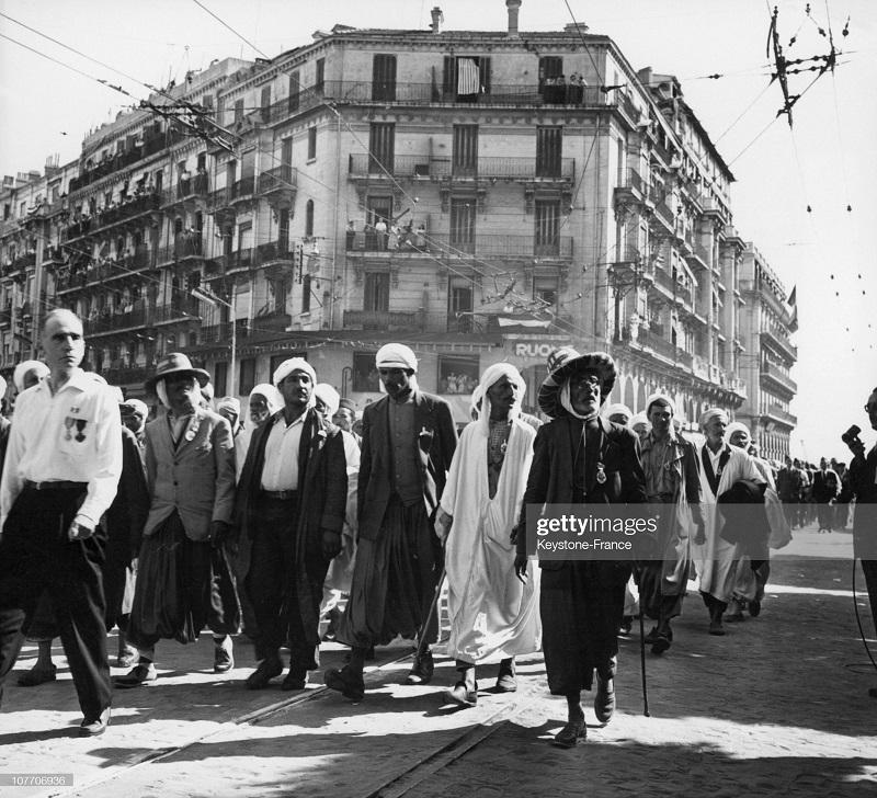 ветераны на демонстрации 1957.jpg