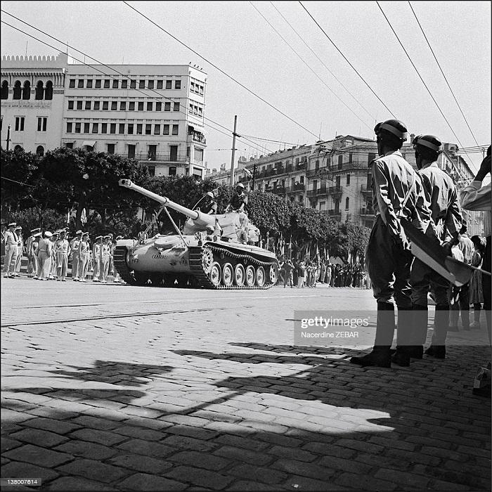парад в гор алжир июнь 1957 н зебар 2.jpg