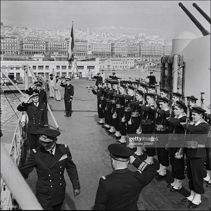 парад в гор алжир июнь 1957 н зебар.jpg