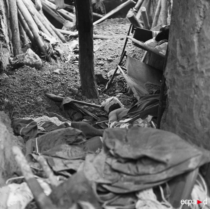 трупы 13 17 марта 1954 камю перо.jpg