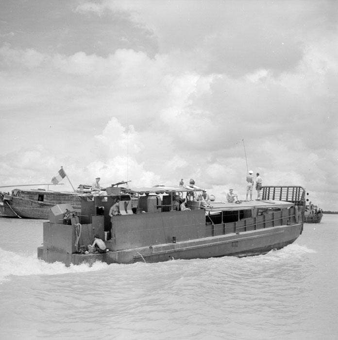корабль авг 1952 ги Дефив.jpg
