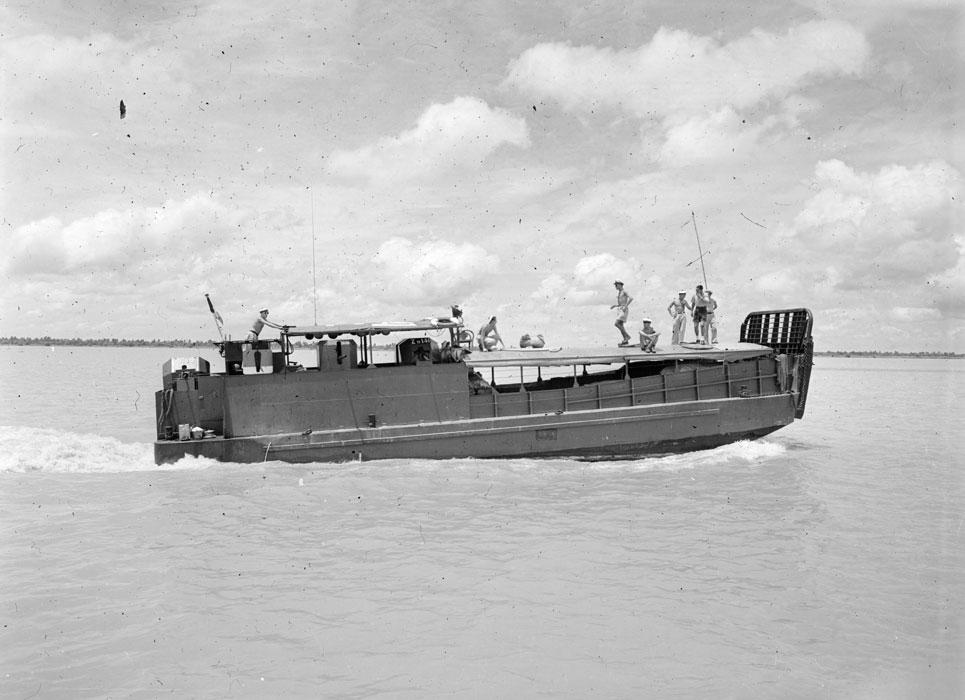 корабль авг 1952 ги Дефив2.jpg