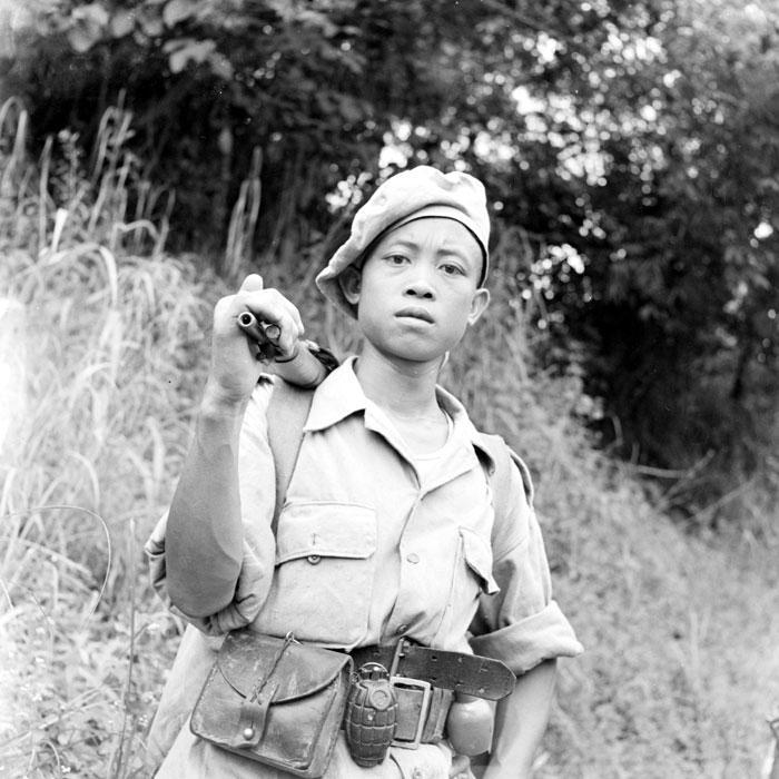 Лаосский пар в патруле между постами Pak Hau и Muong Sai с дв точк май 1953.jpg