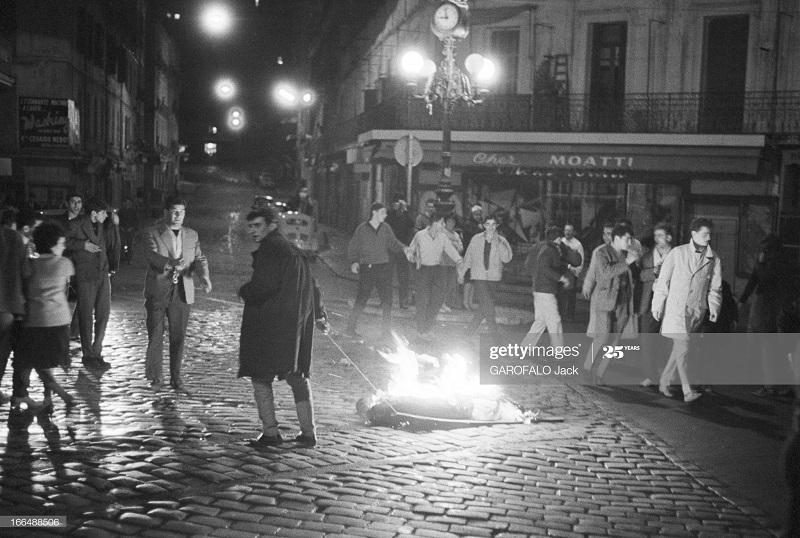 Алжир город  после маниф и взрывов ОАС 13 нояб 1961 Джек Гарафало 2.jpg