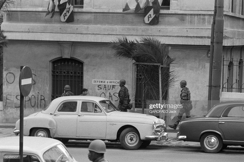 Алжир город  после маниф и взрывов ОАС 13 нояб 1961 Джек Гарафало патруль.jpg