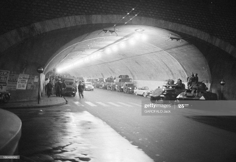Алжир город после маниф и взрывов ОАС 13 нояб 1961 Джек Гарафало 3.jpg