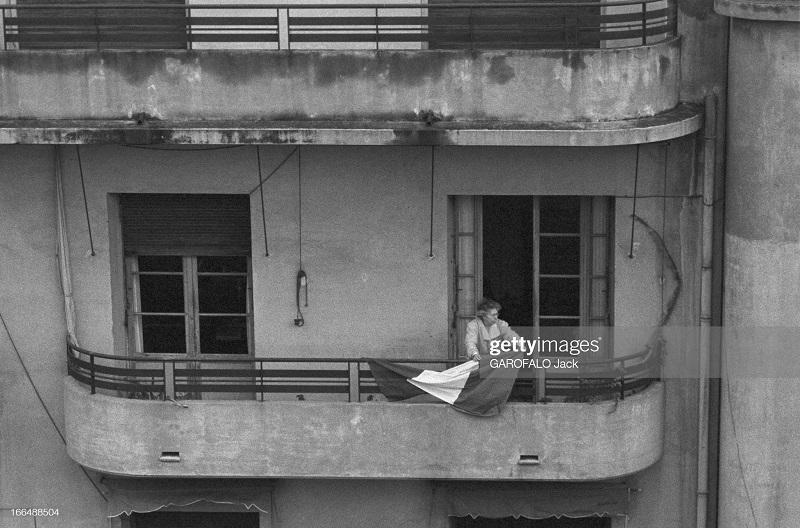 Алжир город после маниф и взрывов ОАС 13 нояб 1961 Джек Гарафало триколор.jpg