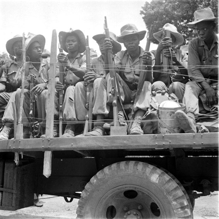солдаты в грузовике.jpg