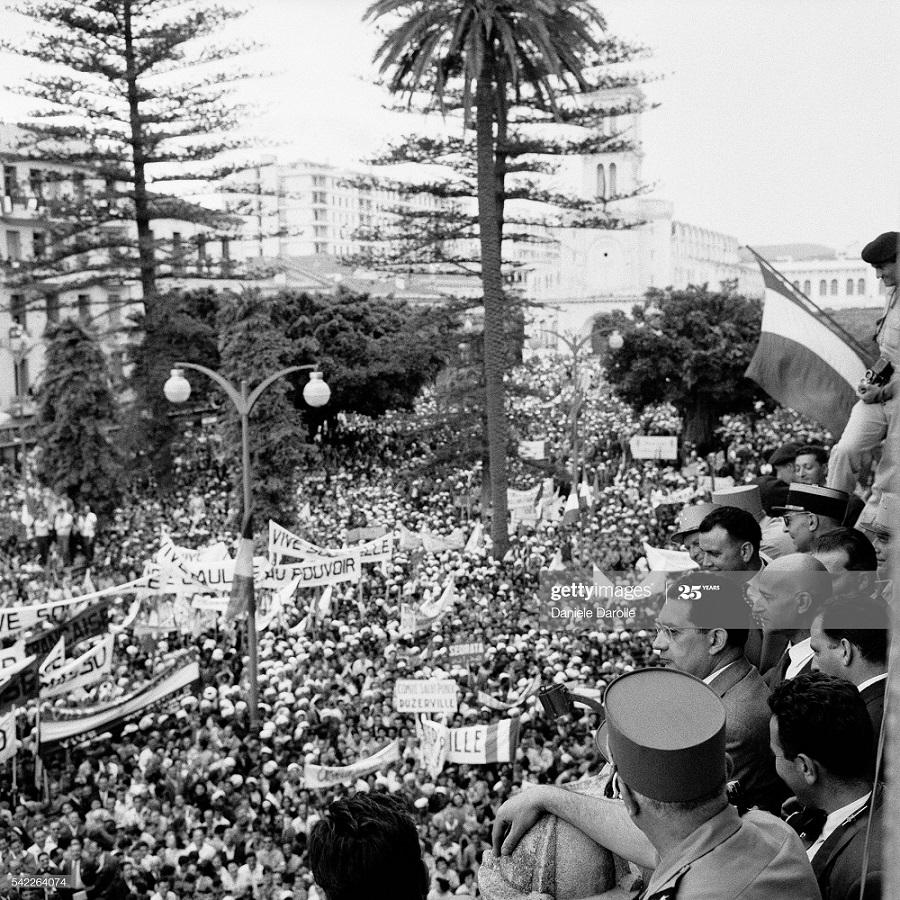 В городе Алжир май 1958 Даниэль дарроль 3.jpg