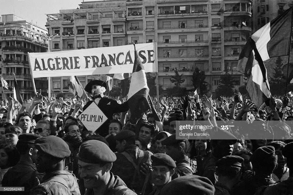В городе Алжир май 1958 Даниэль Дарроль.jpg