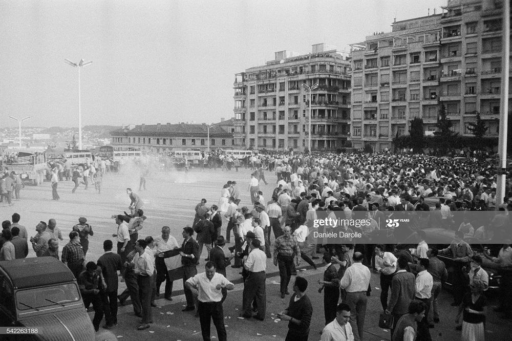 В городе Алжир май 1958 Даниэль Дарроль3.jpg