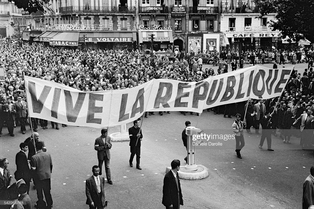 дем в пользу де Голля во Франции 26 мая 1958 Д Дарроль.jpg