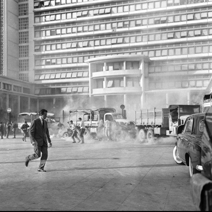слезоточивый газ 13 мая 1958.jpg