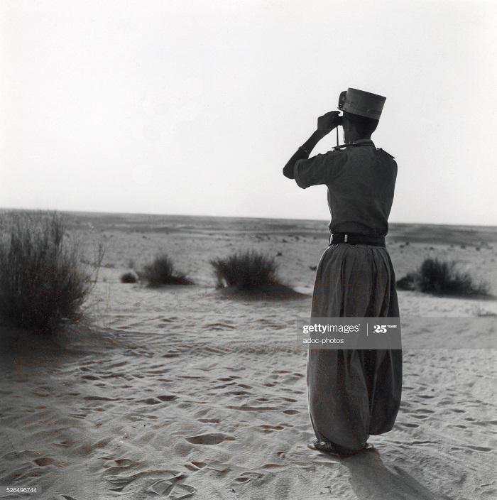 Фр офицер  сахарских рот в туггуре июнь 1956.jpg