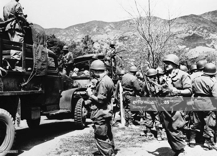 Фр солд у грузовиков с повст у Тази рениф 7 мая 1956.jpg
