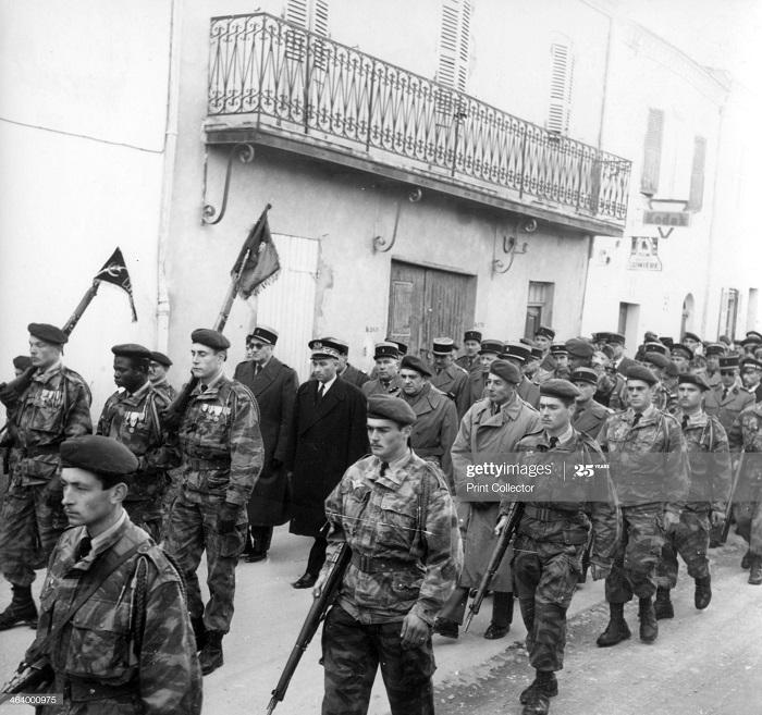 Солдаты в Алжире 1957.jpg