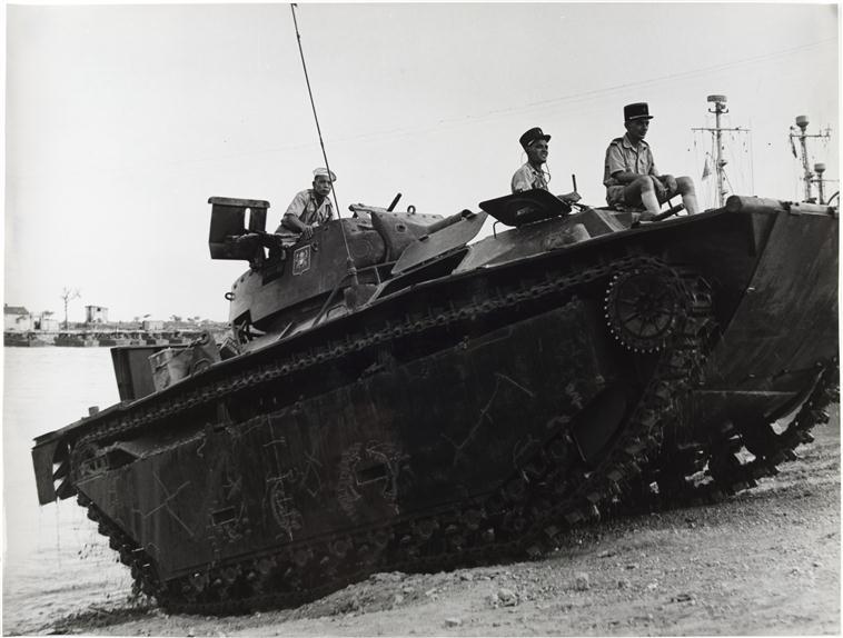 гаубица выходит из реки 19 июн 1954.jpg