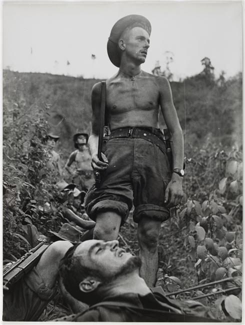 пауза во время перехода по кустарнику 1954.jpg