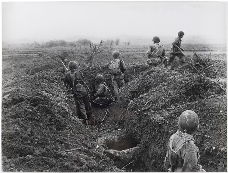 Открытие дороги между центром и югом патруль обнаружил перемещ солдат ВМ и изучает местность  26 марта 1954.jpg