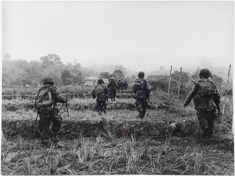 патруль к запада от ДБФ продвиж к подозр домам 14 янв 1954.jpg