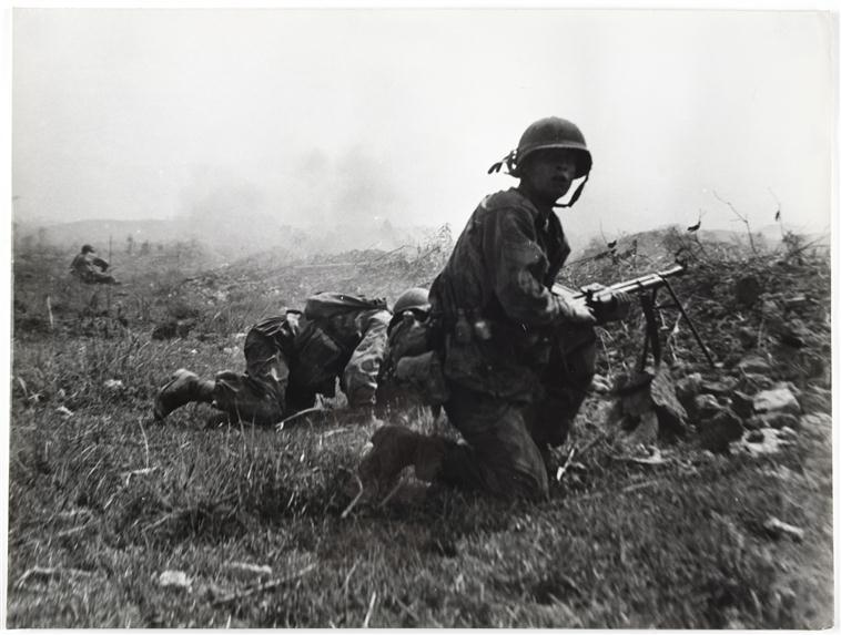 приземление вьет роты в ожид атаки 27 марта 1954 камю перо.jpg