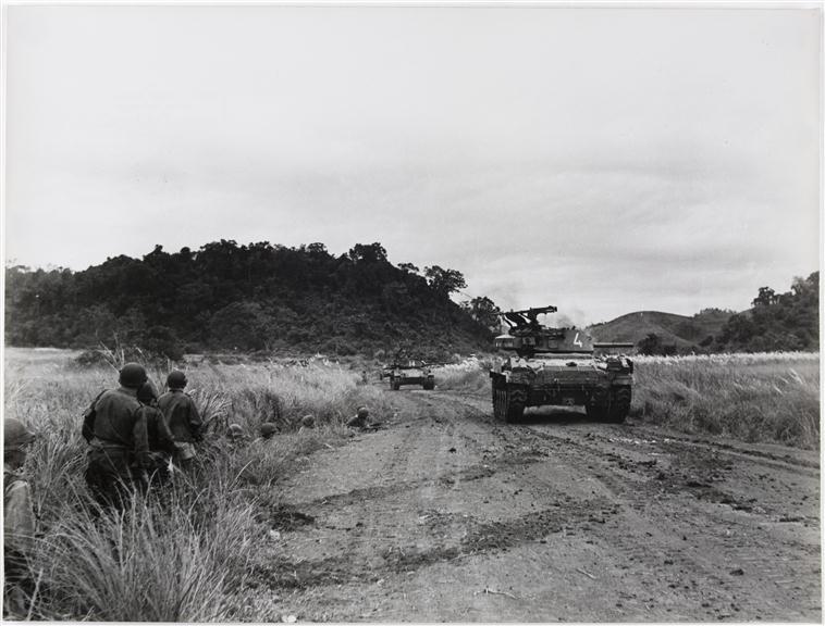автоматы танков обстреливают поле 24 окт 1953.jpg