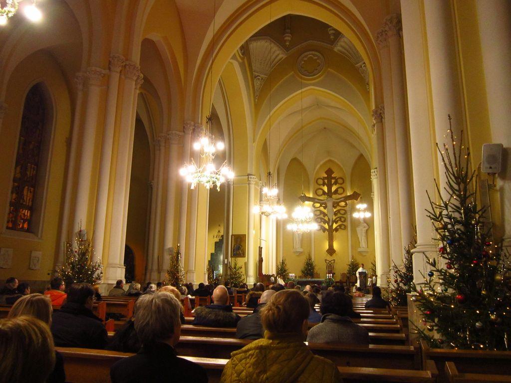 Встречаем Новый год оригинально: в церкви.
